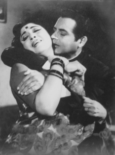 01 Guru Dutt and Mala Sinha in Suhagan